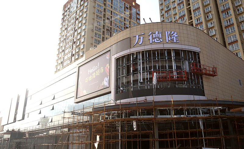 总部 李放 麒麟首府店开业在即,一楼开始货架安装,二三层各服装、电器专厅开始装修,外立面部分灯箱已到位6.jpg