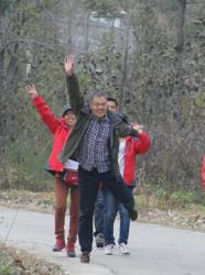 2012.11.7健强壮体魄 铸高效团队—管理干部徒步行走拉练